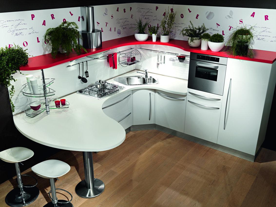 креативный вариант угловой кухни