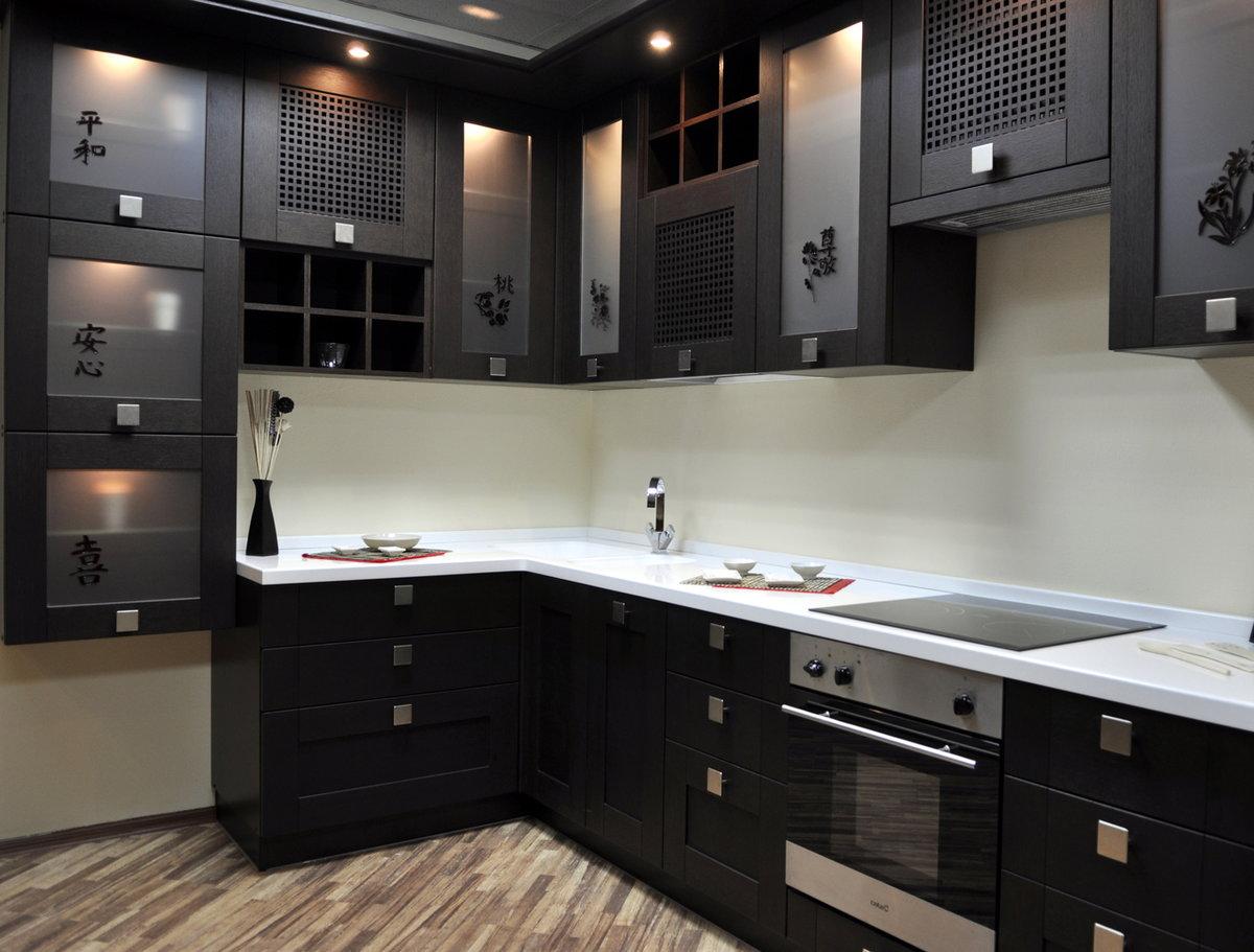 современная черно-белая угловая кухня