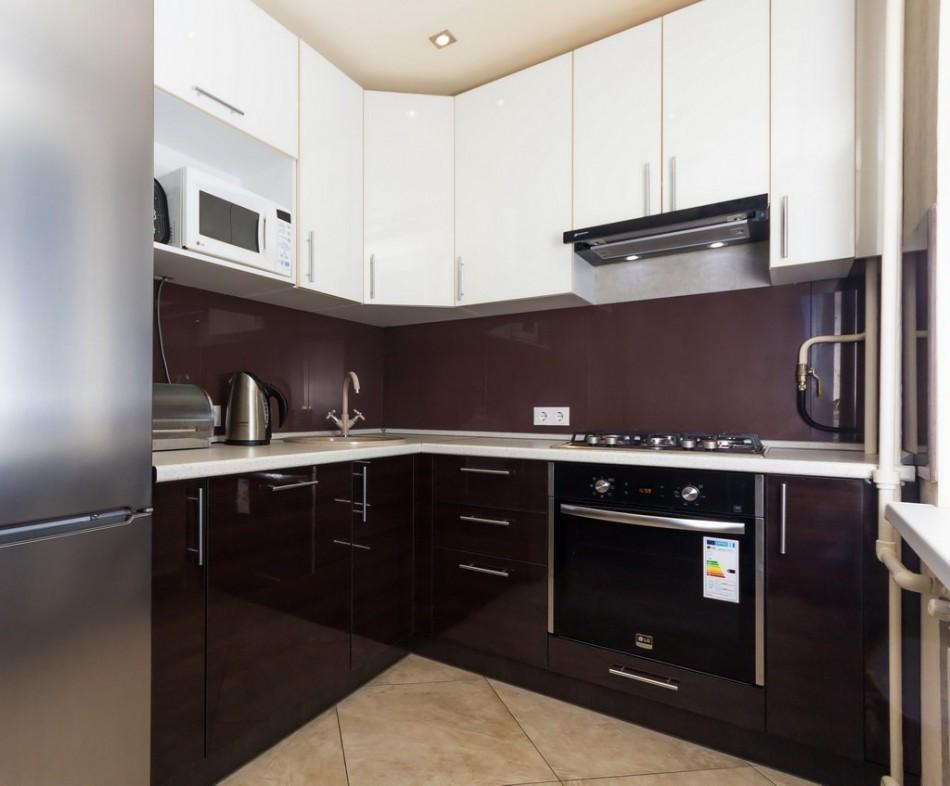 Современная кухня темный низ белый верх