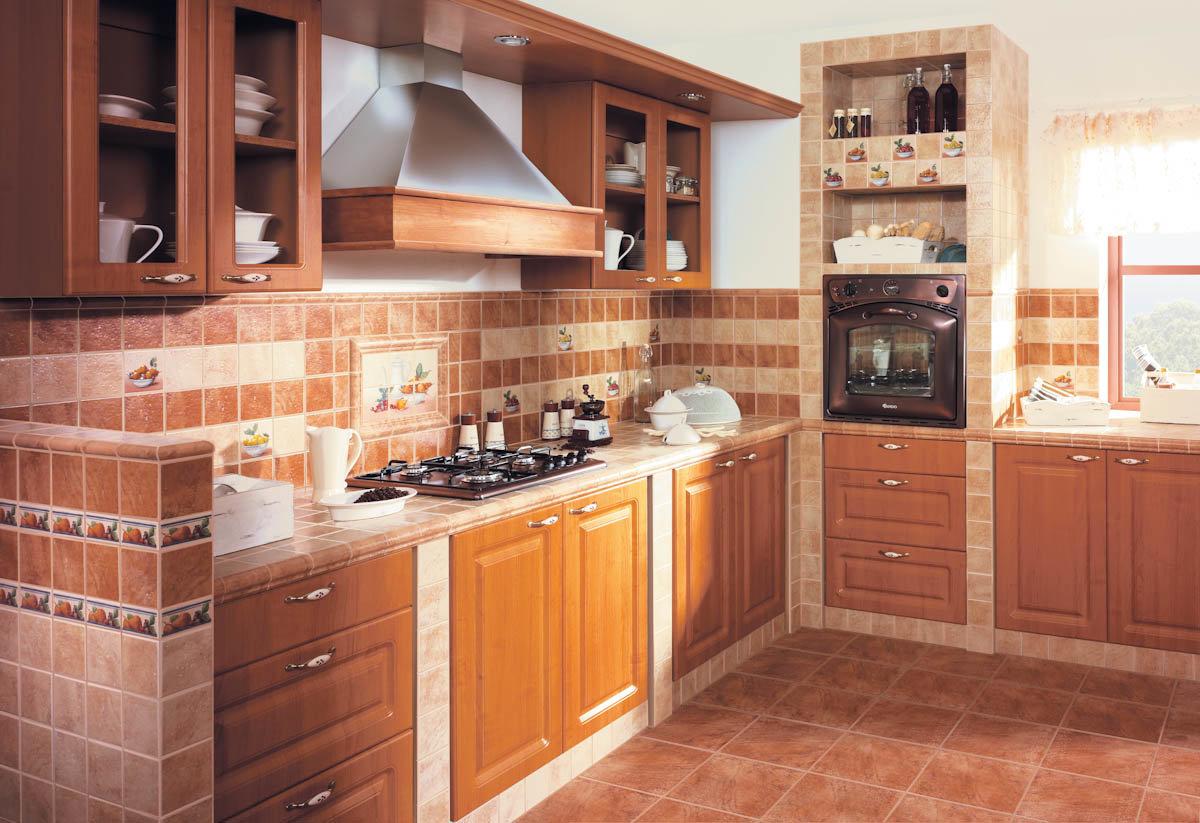 угловая кухня в теплом цвете