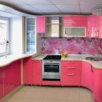 гламурная угловая кухня в розовом цвете