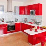 угловая кухня в красно-белом исполнении