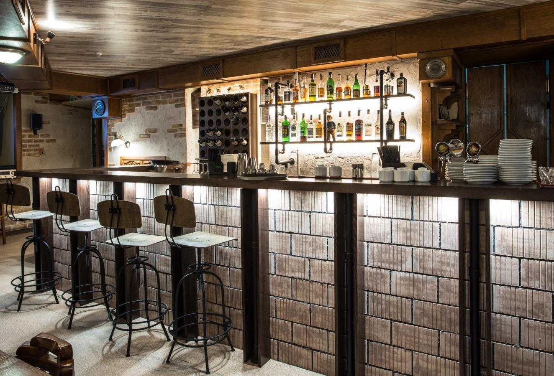 кирпичная кладка на барной стойке