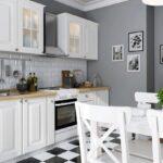 обои и картины на кухне