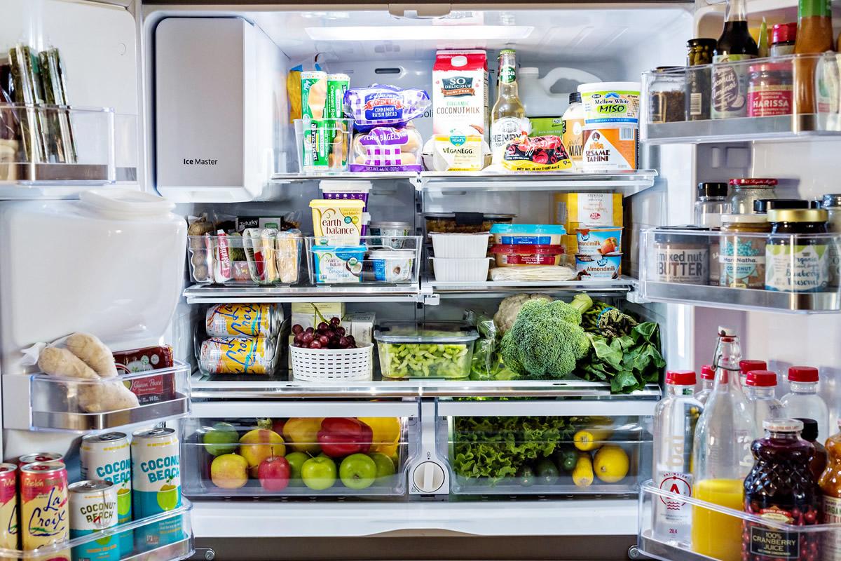 Холодильник переполнен продуктами
