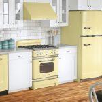 плита и холодильник светлого желтого цвета для ретро кухни