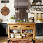 деревянный стол на колесиках для ретро кухни