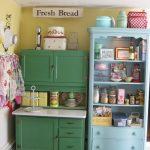 цветная мбель для ретро кухни