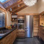 Интерьер маленькой кухни в стиле Шале
