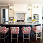 цветные кресла для кухни