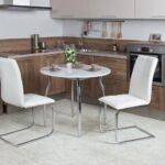 круглый стол и кресла
