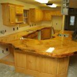Кухонная столешница из слэба дерева