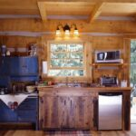 Маленькая кухня в дачном доме