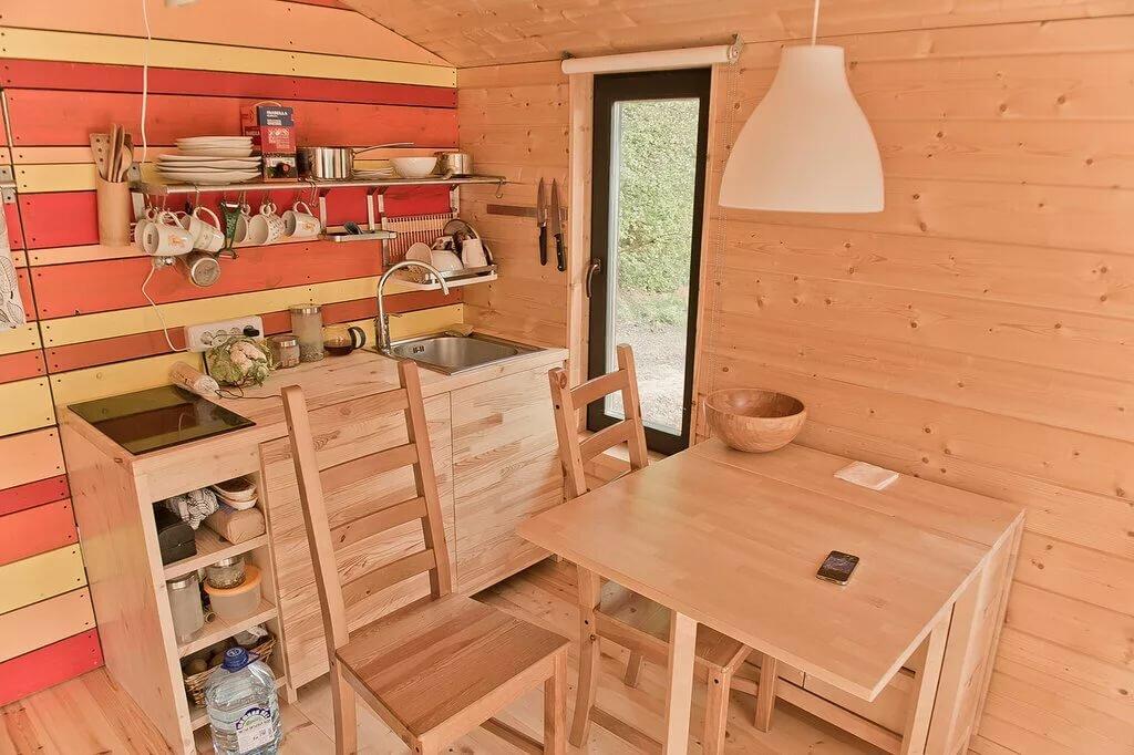 Маленькая кухня в дачном домике