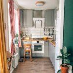 Маленькая узкая кухня