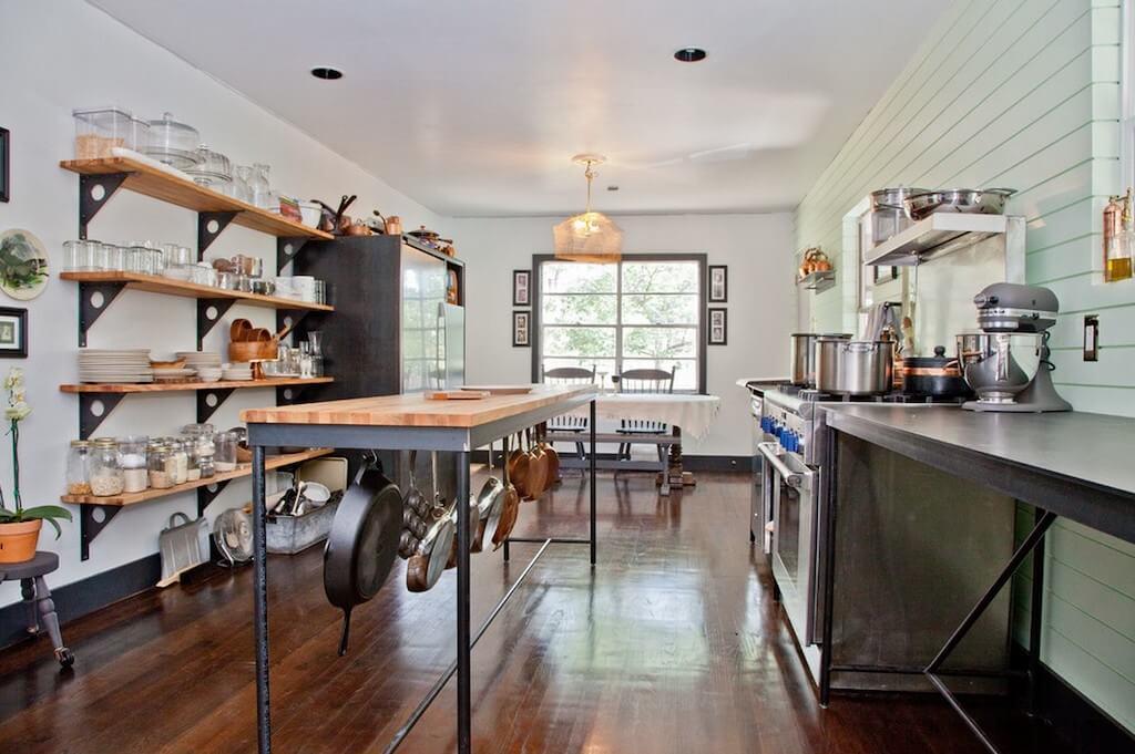 Место хранения на кухне лофт