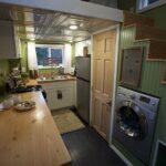 Мини кухня на даче со ступеньками