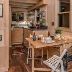 Мини кухня на даче в маленьком доме