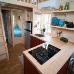 Мини кухня на даче в маленьком домике