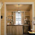 Мини кухня в деревянном доме