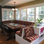Мягкая зона на кухне с диванчиком