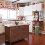 уникальный дизайн просторной ретро кухни