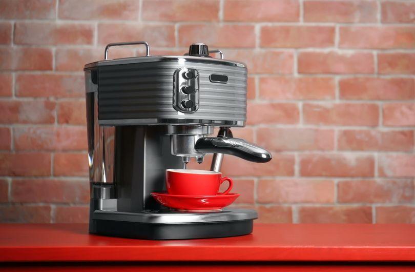 надежная металлическая кофеварка для дома