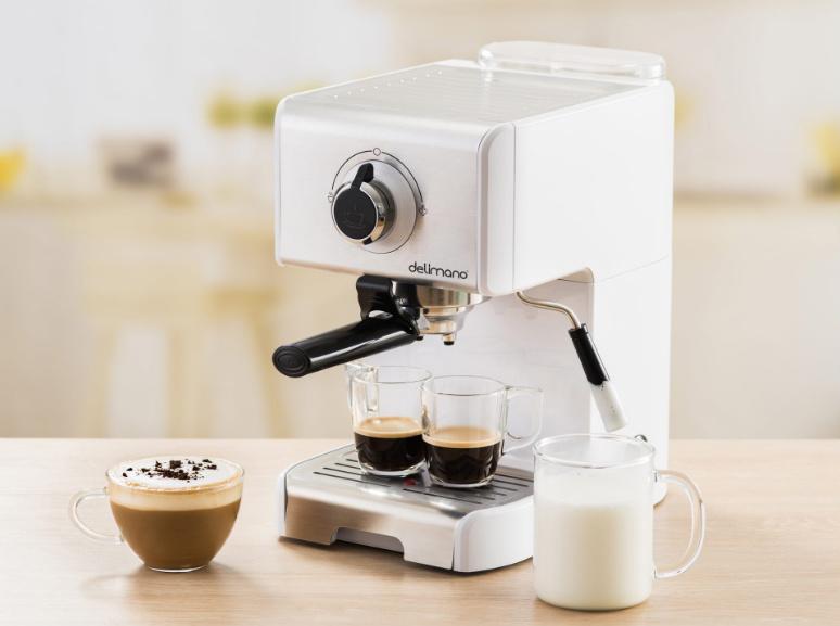белая рожковая кофеварка для дома