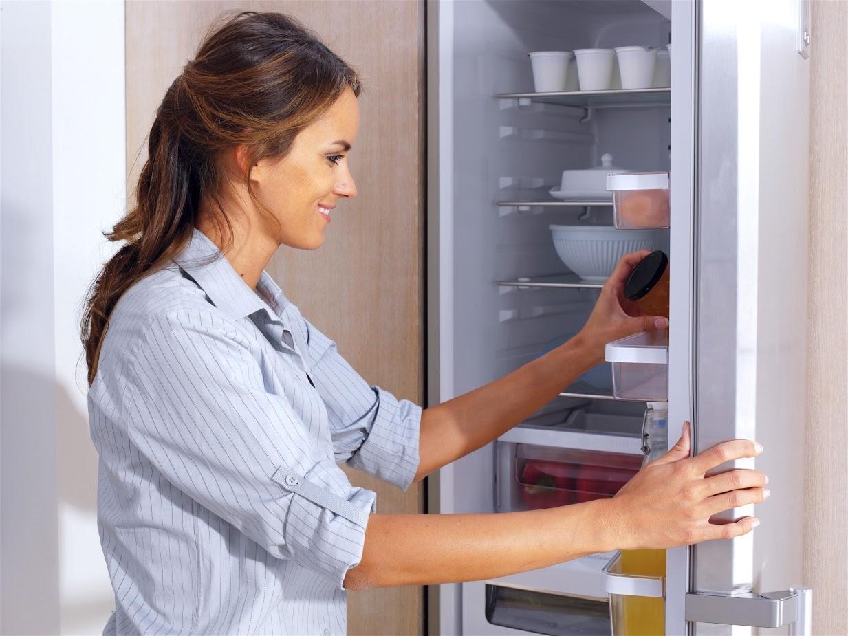 очистка холодильника от загрязнений