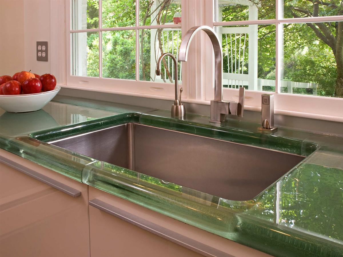 зеленая стеклянная столешница для кухни
