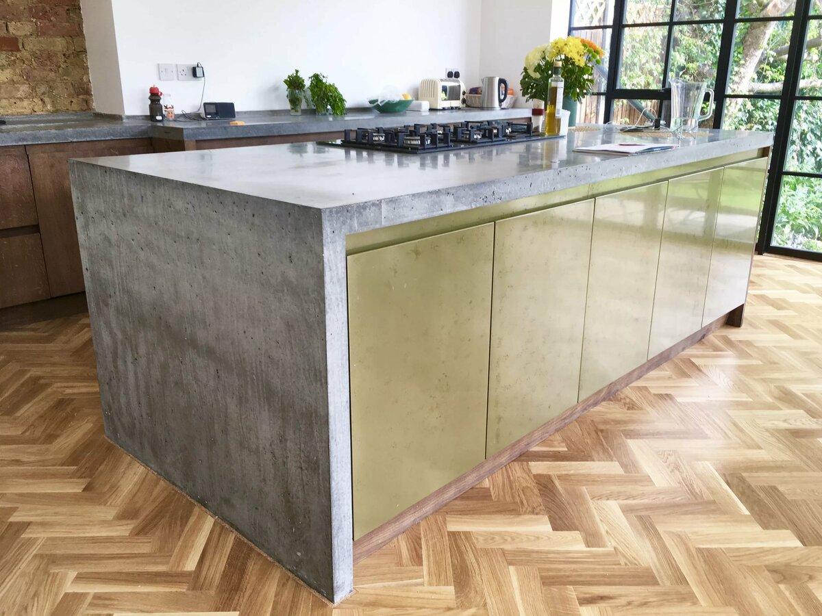 надежная столешница для кухни из бетона