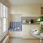 Встроенный диван на кухне