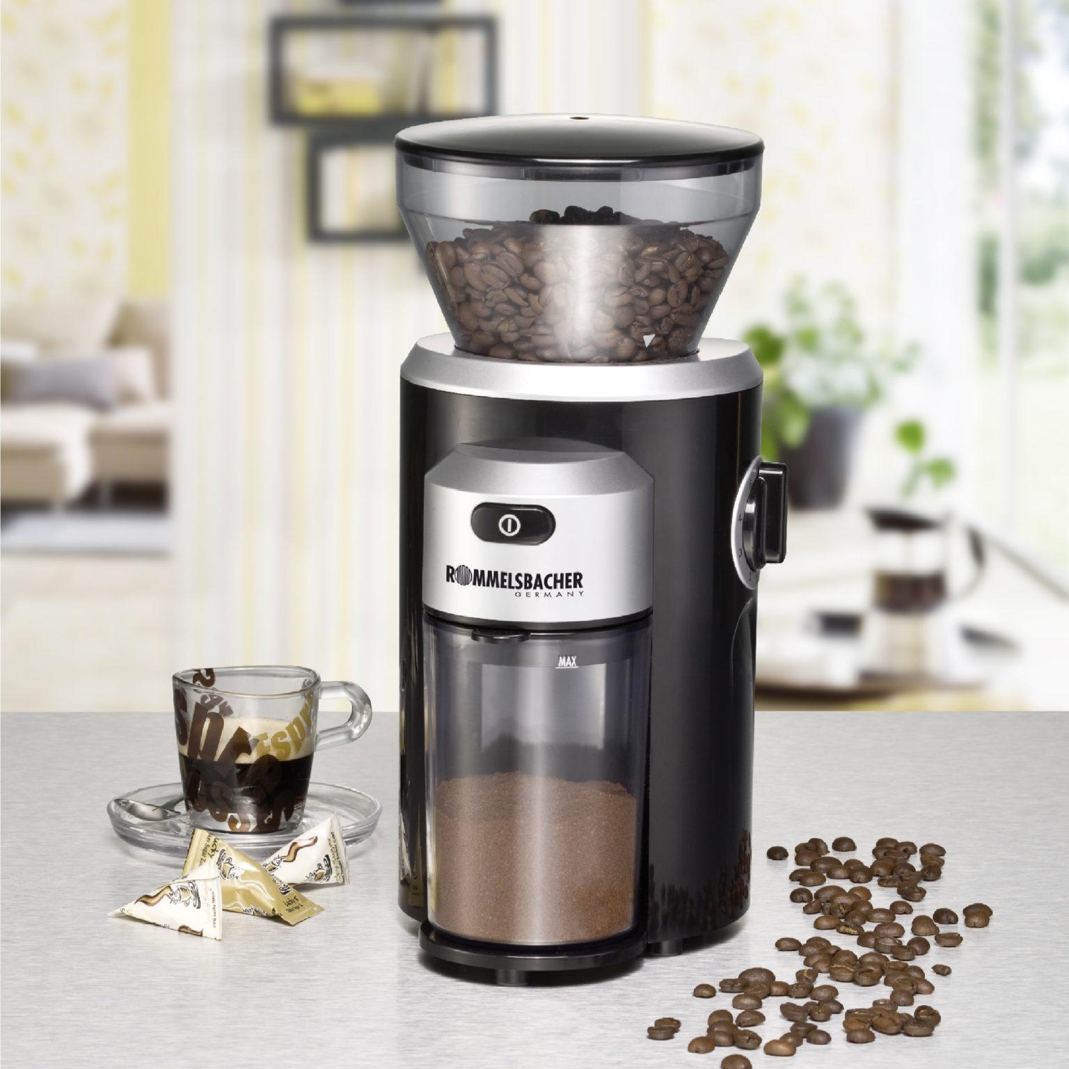 электрическая кофемолка на кухне