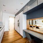 кухня минимализм с синей панелью