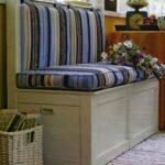 кухонный диван полосатый
