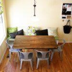 кухонный диван с деревянным столом