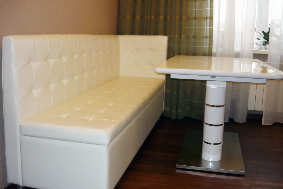 Кухонный диван с ящиками прямой