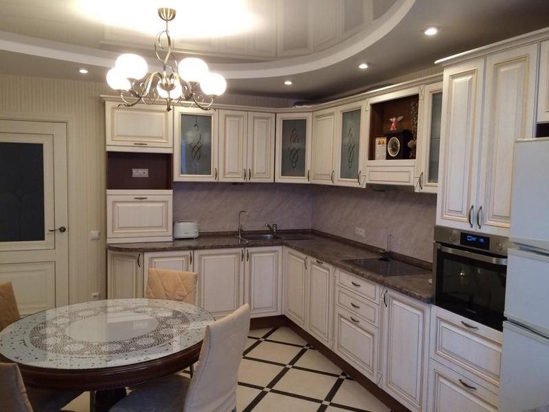 гарнитур классического стиля кухни