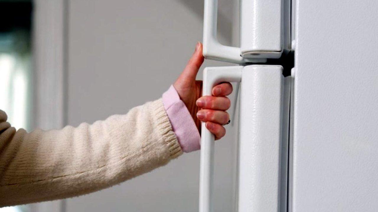 холодильник громче после закрытия двери