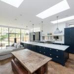 кухня с диваном фото интерьер