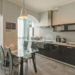 объединение балкона с кухней 44