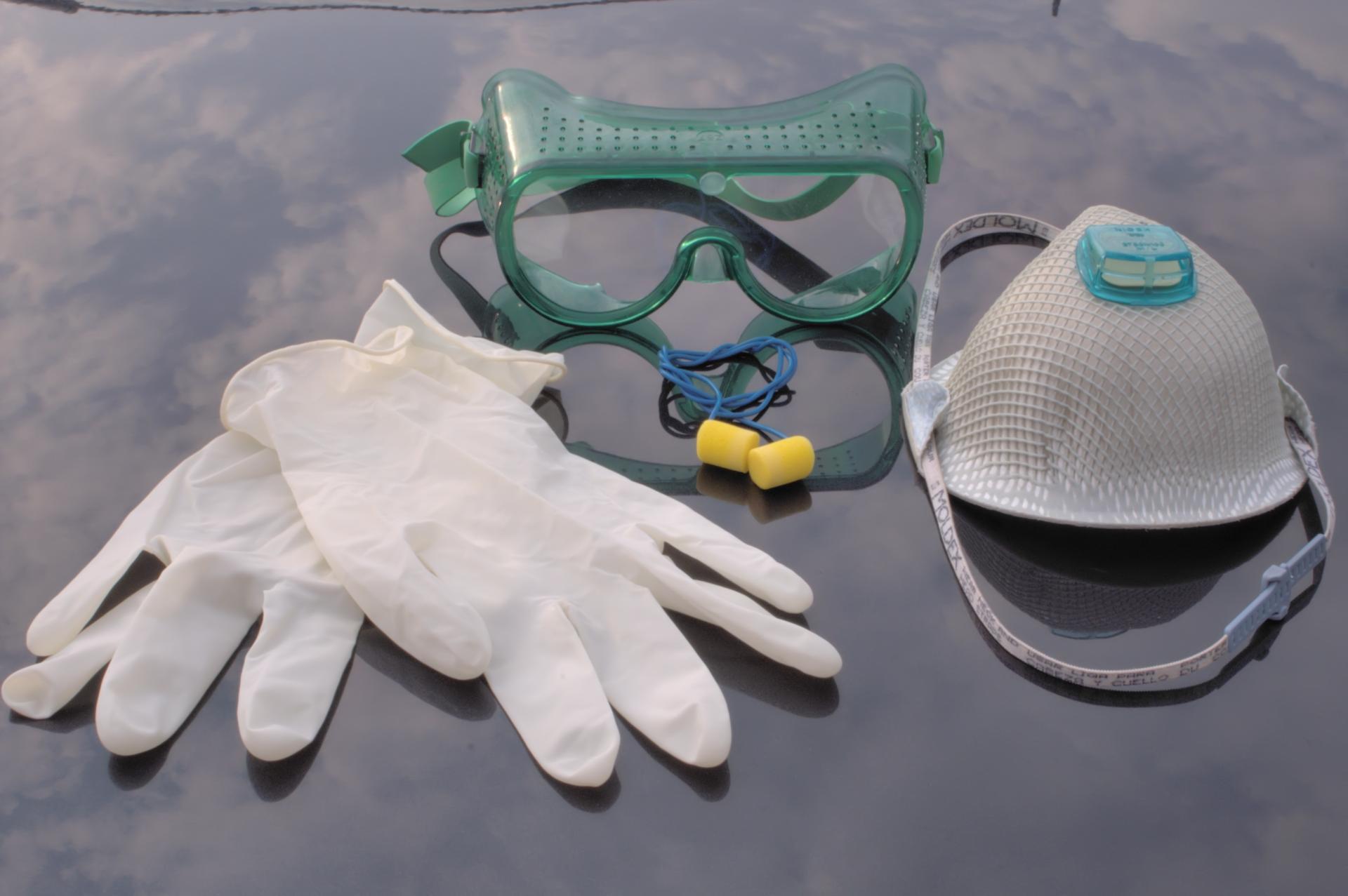перчатки очки респиратор
