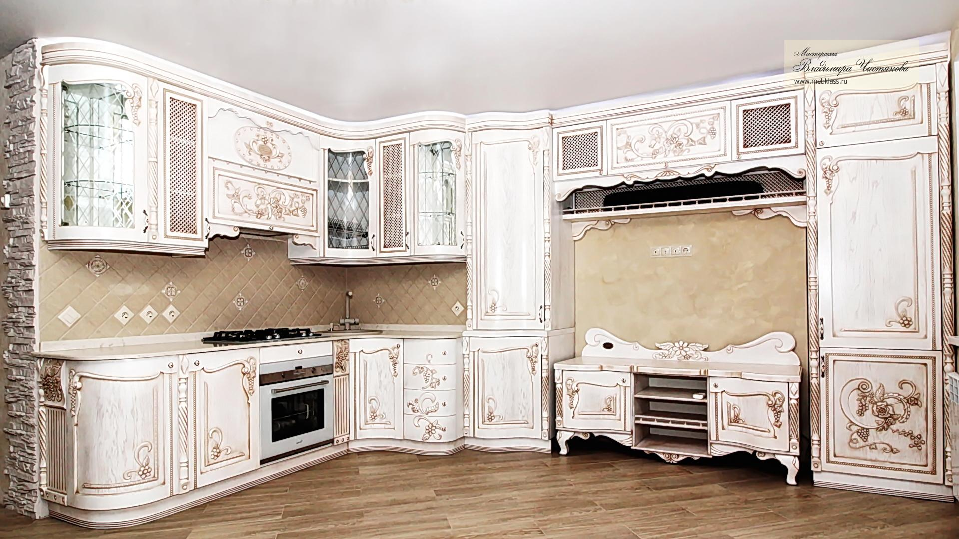 резьба и патина классического стиля кухни